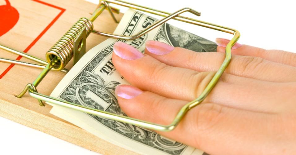Armadilha, dinheiro, dívida, mão presa em armadilha para ratos