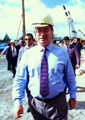 Na época prefeito de São Paulo, Paulo Maluf visita o canteiro de obras do Complexo Viário Ayrton Senna, em 1996 - Roberto Setton/03.06.1996/Estadão Conteúdo