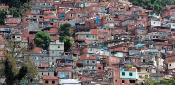A favela da Rocinha, no Rio de Janeiro, é considerada a maior do Brasil. Moradores querem receber turistas
