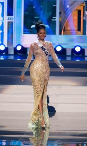 5.nov.2013 - Vaumara Rebelo, Miss Universo Angola 2013, desfila em traje de gala durante Competição Preliminar do Miss Universo. A final acontece neste sábado (9) em Moscou, na Rússia