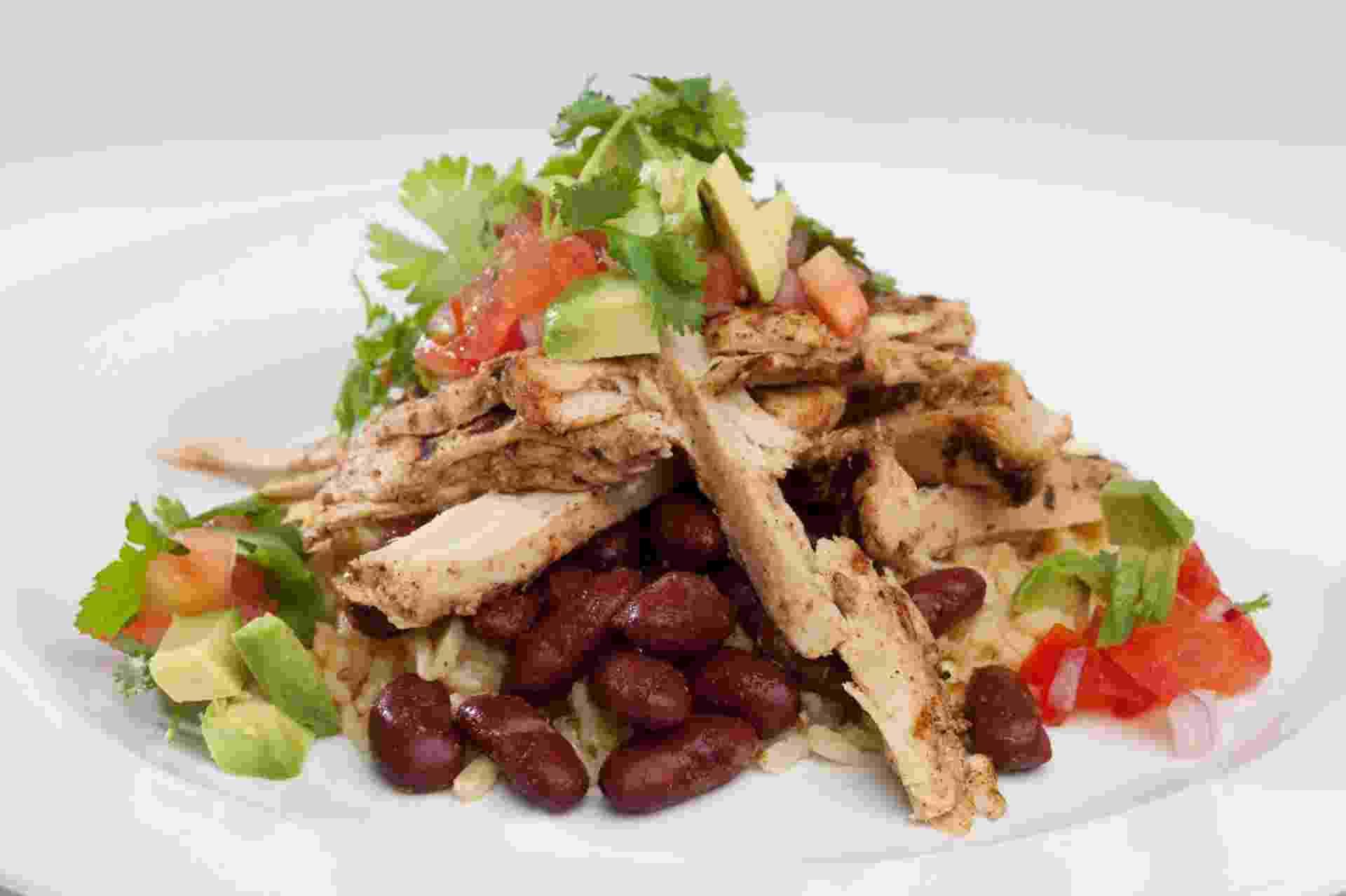 Feita com ervilha, soja, fibras de cenoura e óleo de canola, entre outros ingredientes, a carne vegetal de frango é uma criação da empresa Beyond Meat, dos Estados Unidos - Divulgação/Beyond Meat