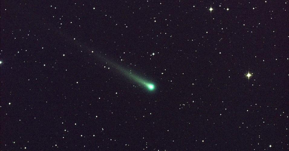 8.nov.2013 - Cometa Ison passa pela Constelação de Virgem, a  97 milhões de quilômetros da Terra, indo em direção ao Sol, nesta imagem do Centro de Voo Espacial Marshall, da Nasa (Agência Espacial Norte-Americana), nos EUA. O cometa já pode ser visto com binóculos