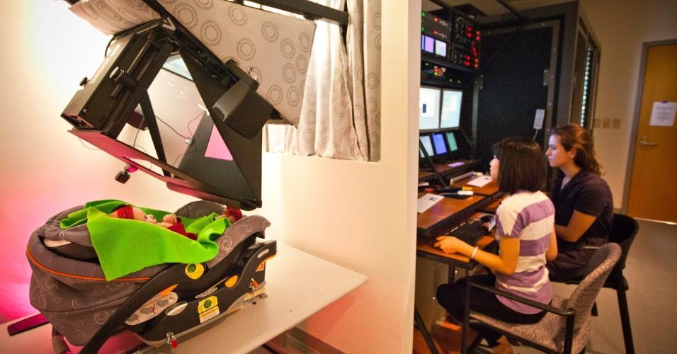 8.nov.2013 - Criança passa por teste para detectar autismo