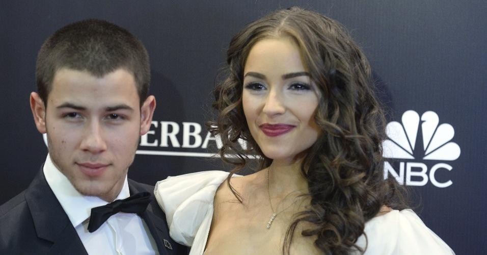 9.nov.2013 - Miss Universo 2012, Olivia Culpo chega para a premiação de 2013 acompanhada de seu namorado, Nick Jonas, em Moscou