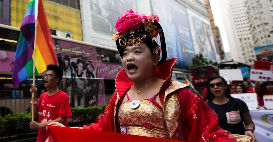 9.nov.2013 - Participantes da Parada do Orgulho Gay de Hong Kong (China) desfilam pelas ruas da cidade. Centenas de pessoas participaram do evento