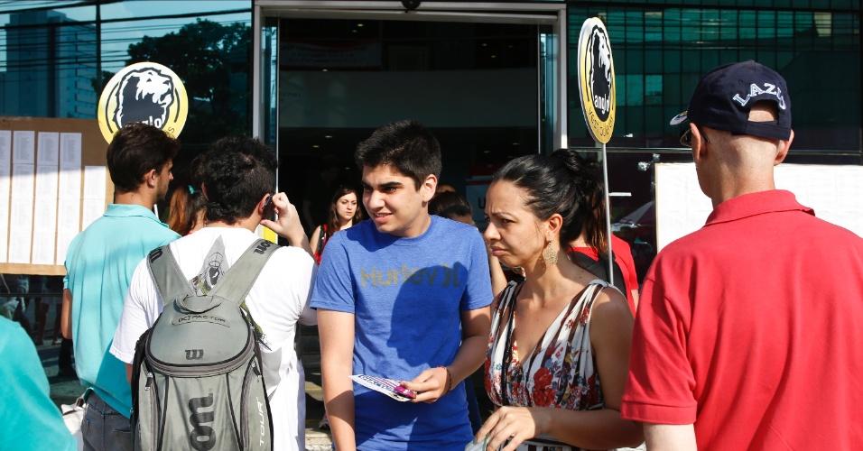 10.nov.2013 - Candidatos deixam local de prova após primeira fase do Vestibular 2014 da Unicamp. Exame cobrou textos sobre oficinas culturais e trânsito
