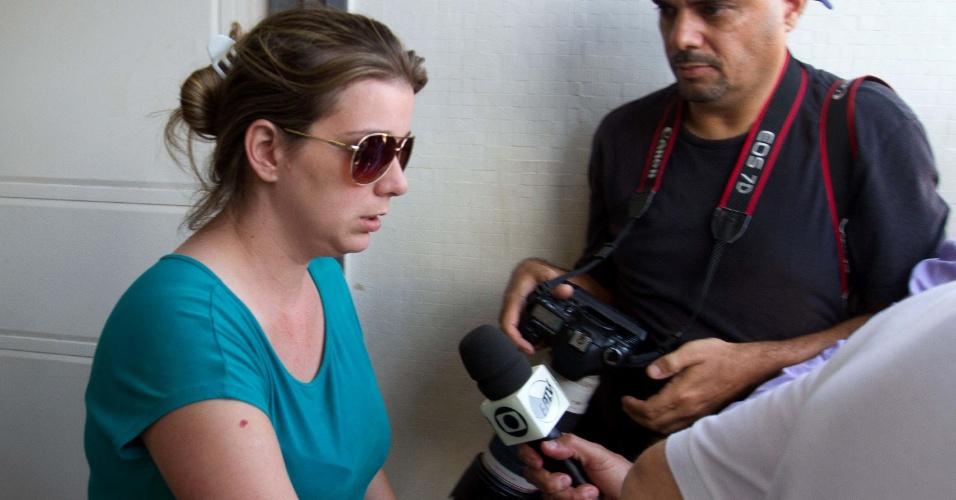 10.nov.2013 - Natália Ponte, mãe de Joaquim, 3, foi a Barretos (SP), cidade onde o corpo do filho foi encontrado, para fazer o reconhecimento da criança no Instituto Médico Legal