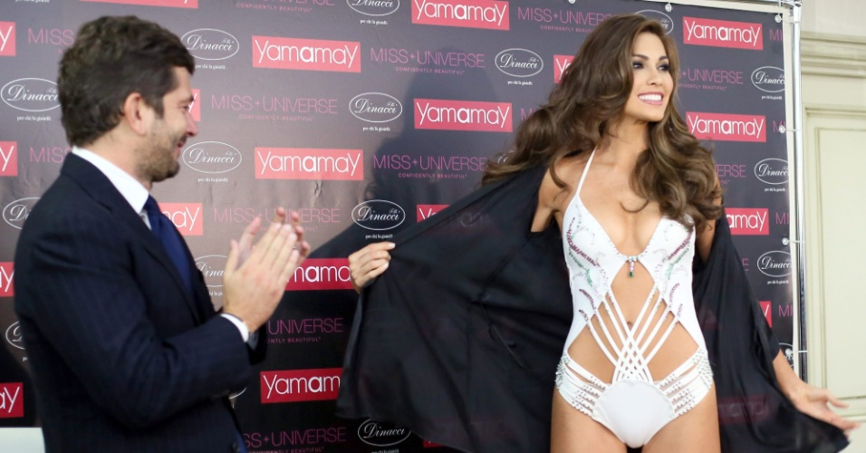 10.nov.2013 - Um dia após ser eleita Miss Universo, a venezuelana Gabriela Isler veste o maiô Yamamay, composto de 900 pedras preciosas e avaliado em US$ 1 milhão. Na peça há 200 quilates distribuídos entre diamantes, esmeraldas, rubis, ouro branco e costurados à mão