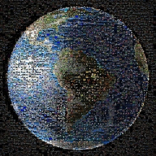 12.nov.2013- Pessoas ao redor do mundo, de mais de 40 países, enviaram mais de 1400 imagens delas acenando para o espaço para a foto que a sonda Cassini da Nasa (Agência Espacial Norte-Americana) tirou da Terra em 19 de julho de 2013. Recebidas pelo Twitter, Facebook, Flickr, Instagram, Google+ e e-mail, as fotos foram montadas em mosaico usando como base uma imagem da Terra com a América do Sul, e o Brasil, bem no centro dela