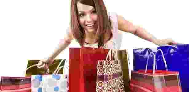 consumo, natal, presentes, consumismo, economia, gastos, shopping, compras, comprar, vender, shopping, cliente - Shutterstock - Shutterstock