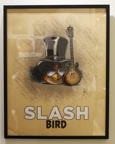 Em homenagem ao guitarrista Slash, a Rovio criou uma personagem chamado Slash Bird