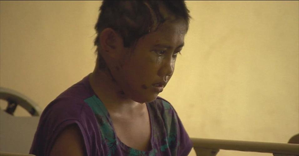 Filipina de 13 anos é resgatada após 6 dias ao lado de corpos