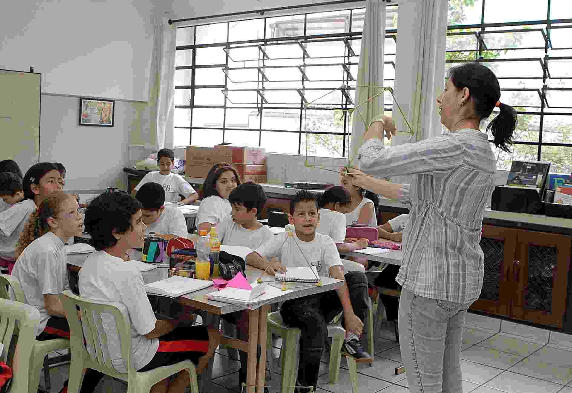 Professora da rede estadual de SP de ensino em sala de aula - A2 Fotografia