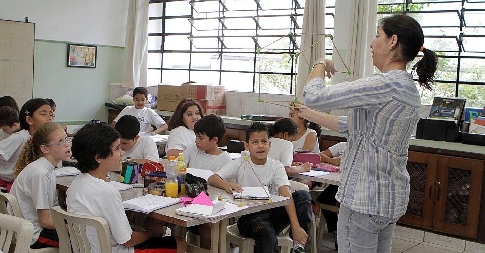 Professora da rede estadual de SP de ensino em sala de aula