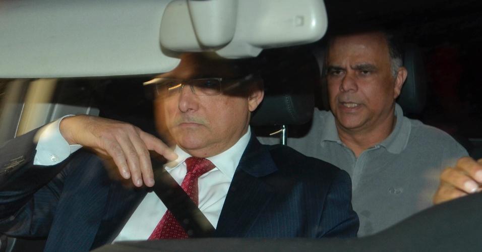 15.nov.2013 - O publicitário Marcos Valério (de camiseta cinza), considerado o