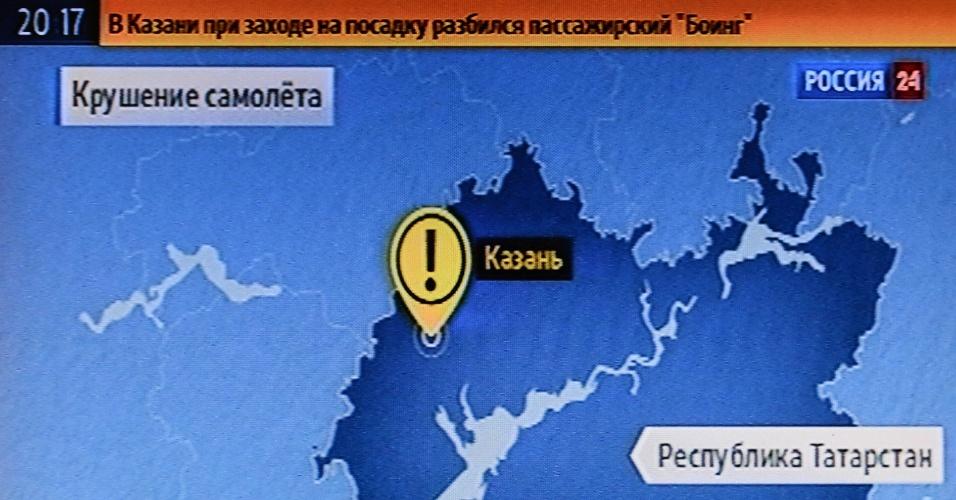 17.nov.2013 - Imagem tirada de uma emissora da cidade russa de Kazan mostra local onde um Boeing 737 pertencente à companhia aérea Tatarstan Airlines caiu matando ao menos 50 pessoas neste domingo (17). O avião partiu do aeroporto de Domodedovo, em Moscou, e seguia para a cidade de Petrozavodsk . A área do acidente foi cercada e o aeroporto foi fechado