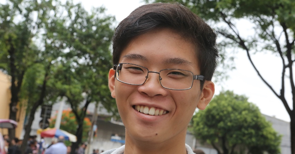 17.nov.2013 - O candidato Guilherme Akira, 19, tenta uma vaga no curso de biologia da Unesp (Universidade Estadual Paulista)