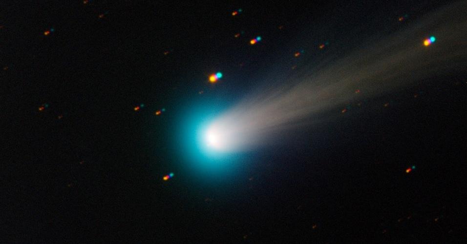 18.nov.2013 - A Agência Espacial Europeia divulgou esta nova imagem do cometa Ison captada pelo telescópio Trappist, em La Silla, no Chile, na sexta-feira (15). O cometa chegará mais perto do Sol no fim do mês