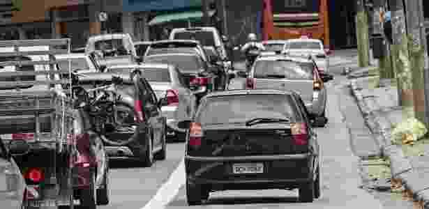 Quem invadir faixa ou corredor de ônibus terá menos 7 pontos na CNH e multa de R$ 574 - Eduardo Knapp/Folhapress