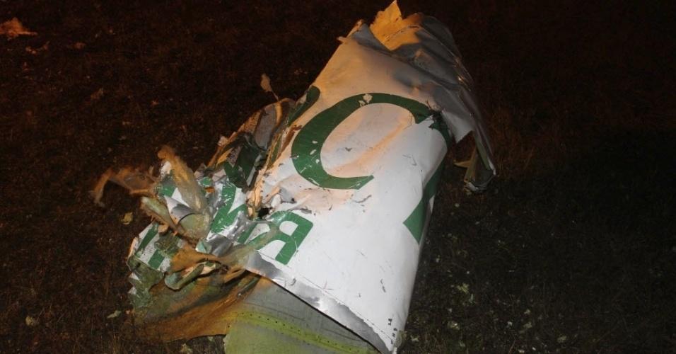 18.nov.2013 - Em imagem divulgada pelas autoridades russas, peça da fuselagem do avião Boeing 737 que caiu no aeroporto de Kazan no domingo (17), causando a morte das 50 pessoas que estavam a bordo