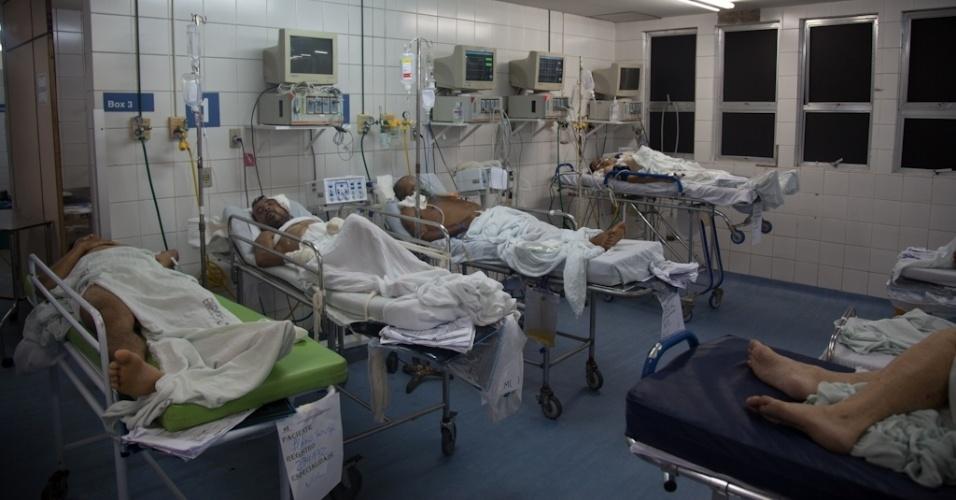 """22.nov.2013 - Na sala vermelha da clínica médica - destinada a atendimento de casos graves -, havia 10 pacientes internados há mais de 10 dias. """"Eles deveriam passar o menor tempo possível no local"""", alerta o fiscal do Cremepe, Sylvio Vasconcellos"""