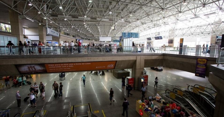 22.nov.2013 - O Aeroporto Internacional do Galeão, no Rio de Janeiro, leiloado em novembro de 2013, foi arrematado pelo consórcio Aeroportos do Futuro, formado pela Odebrecht e pela Changi, de Cingapura. O grupo, que assumirá o aeroporto em março de 2014, apresentou um lance de R$ 19 bilhões. A Changi administra o aeroporto de Cingapura, considerado o melhor do mundo. O prazo de concessão do Galeão é de 25 anos, com possibilidade de uma prorrogação de até cinco anos. O governo estima investimentos de R$ 5,7 bilhões no aeroporto
