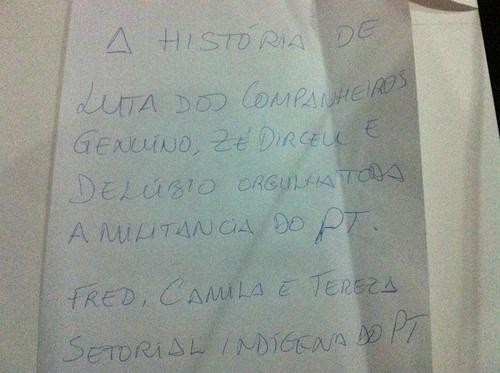 22.nov.2013 - Uma das cartas enviadas pela militância petista aos ex-dirigentes do partido presos após condenação no julgamento do mensalão
