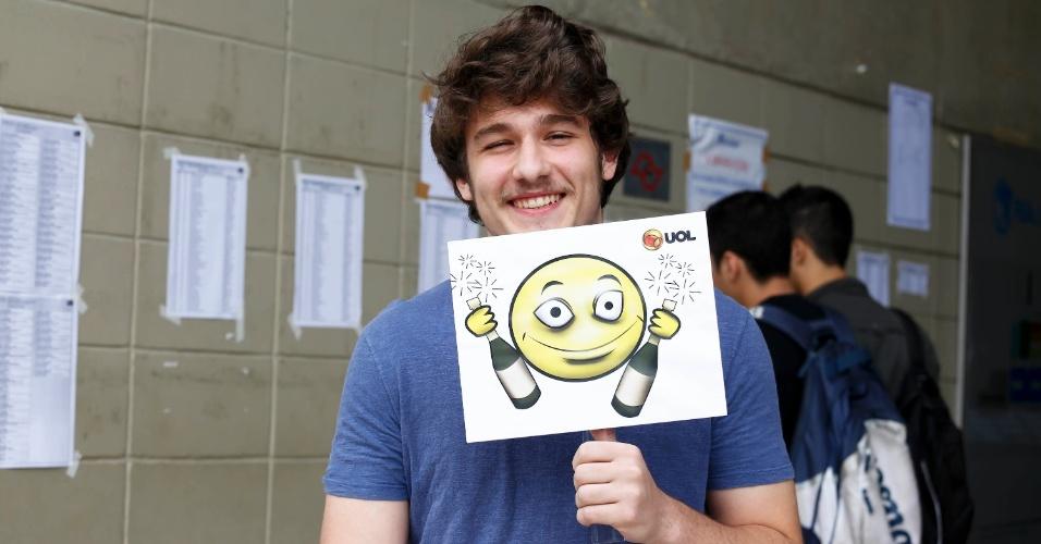 """André Baffini,17, vai prestar a primeira fase do vestibular 2014 da Fuvest neste domingo e escolheu o emoticon """"Rei do Camarote"""""""
