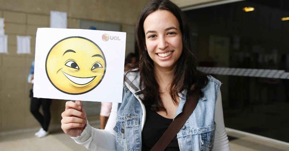 Após responder as 90 questões da primeira fase da Fuvest 2014, Camila Mele estava confiante no resultado. Para saber quais eram as expectativas após o exame, a reportagem do UOL pediu aos inscritos que escolhessem um emoticon (uma carinha que expressa emoções) para definir seus sentimentos