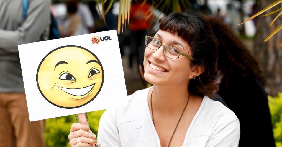 24.nov.2013 - Débora Rodrigues, 16, estava confiante antes da prova da primeira fase da Fuvest, aplicada para 172 candidatos neste domingo