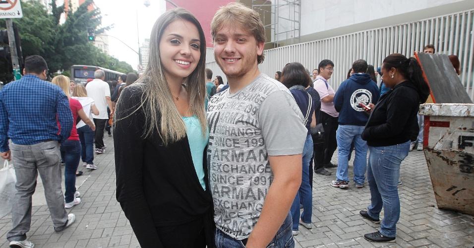 Inscritos no Enade (Exame Nacional de Desempenho de Estudantes) 2013 aguardam início da prova no centro de São Paulo