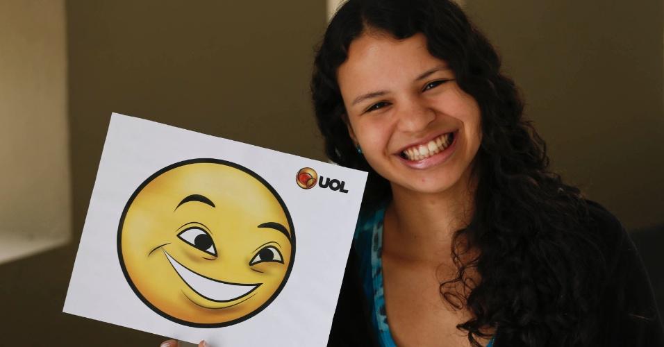 Nathalya França escolheu um emoticon feliz para mostrar que estava tranquila para a prova da primeira fase do vestibular 2014 da Fuvest