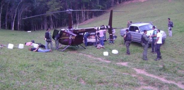 Em operação realizada neste domingo (24), a Polícia Federal do Espírito Santo apreendeu 450 kg de cocaína em um helicóptero da Limeira Agropecuária, empresa do deputado estadual por Minas Gerais Gustavo Perrella (SDD)