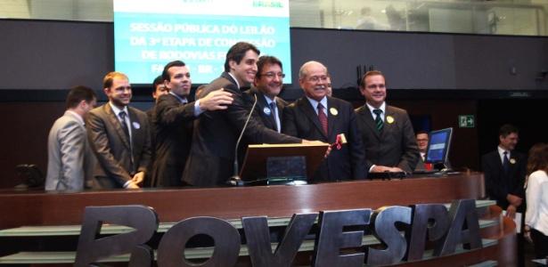 Grupo da empresa Odebrecht comemora a vitória em leilão da BR-163 na sede da Bovespa - Renato S. Cerqueira/Futura Press/Estadão Conteúdo