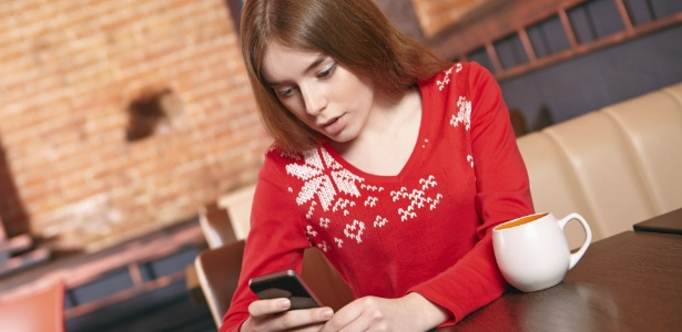Luz de tela de celular deixa cérebro mais alerta que cafeína, diz estudo