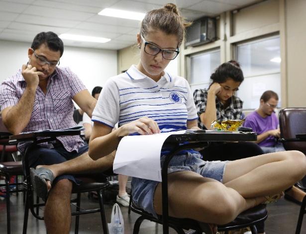1º.dez.2013 - Candidatos fazem o exame discursivo da Uerj (Universidade do Estado do Rio de Janeiro), neste domingo (1º), no campus Maracanã da instituição. A prova começou às 9h e terá duração de 5h