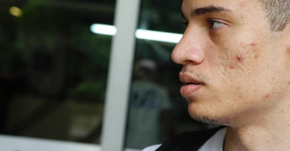 1º.dez.2013 - O candidato Lucas Ribeiro, 20, fez fez o exame discursivo da Uerj (Universidade do Estado do Rio de Janeiro) neste domingo (1º) e achou a prova difícil. Ele tenta uma vaga no curso de educação física
