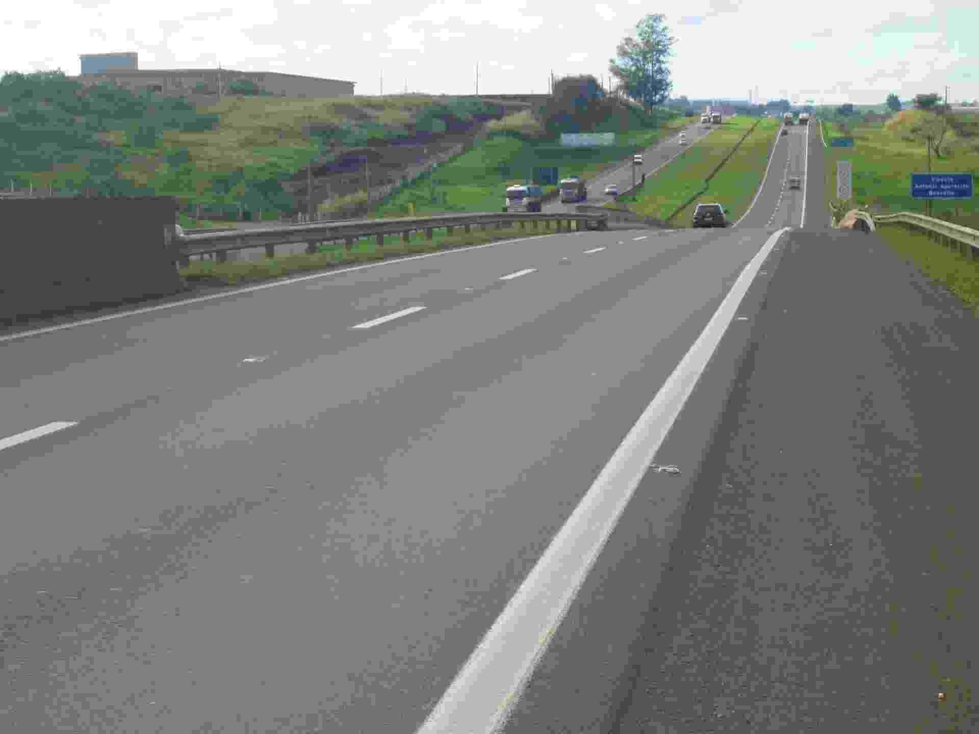 02.dez.2013 - Trecho entre as rodovias SP-310 e BR-364, que ligam São Paulo e Limeira e foram avaliados como a melhor estrada do país em pesquisa da CNT (Confederação Nacional dos Transportes) - Divulgação/Pesquisa CNT de Rodovias 2013