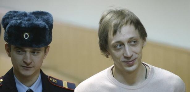 Pavel Dmitrichenko é escoltado em um tribunal em Moscou - Alexander Nemenov/AFP