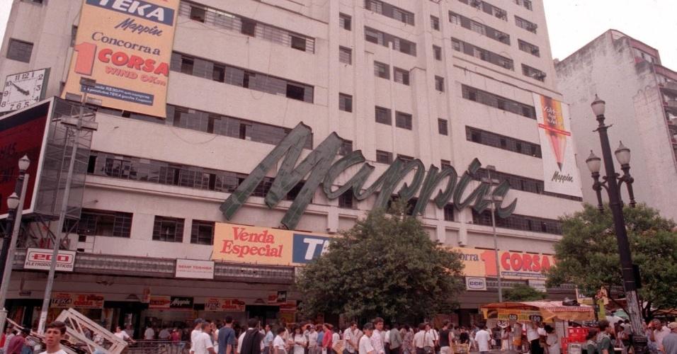 Fachada do Mappin (Casa Anglo Brasileira S.A.), na praça Ramos. (São Paulo, SP, 06.02.1997)