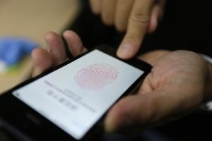 Mudança no desbloqueio do iPhone te irrita? Veja como destravar sem apertar (Foto: Jason Lee/Reuters)