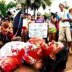 27.jun.2013 - Segundo Relatório sobre Violência Homofóbica no Brasil, divulgado pela Secretaria de Direitos Humanos da Presidência da República (SDH), os casos de violações (que inclui violência física, psicológica e discriminação) contra homossexuais no Brasil cresceram 46,6% no ano passado - Arte/UOL