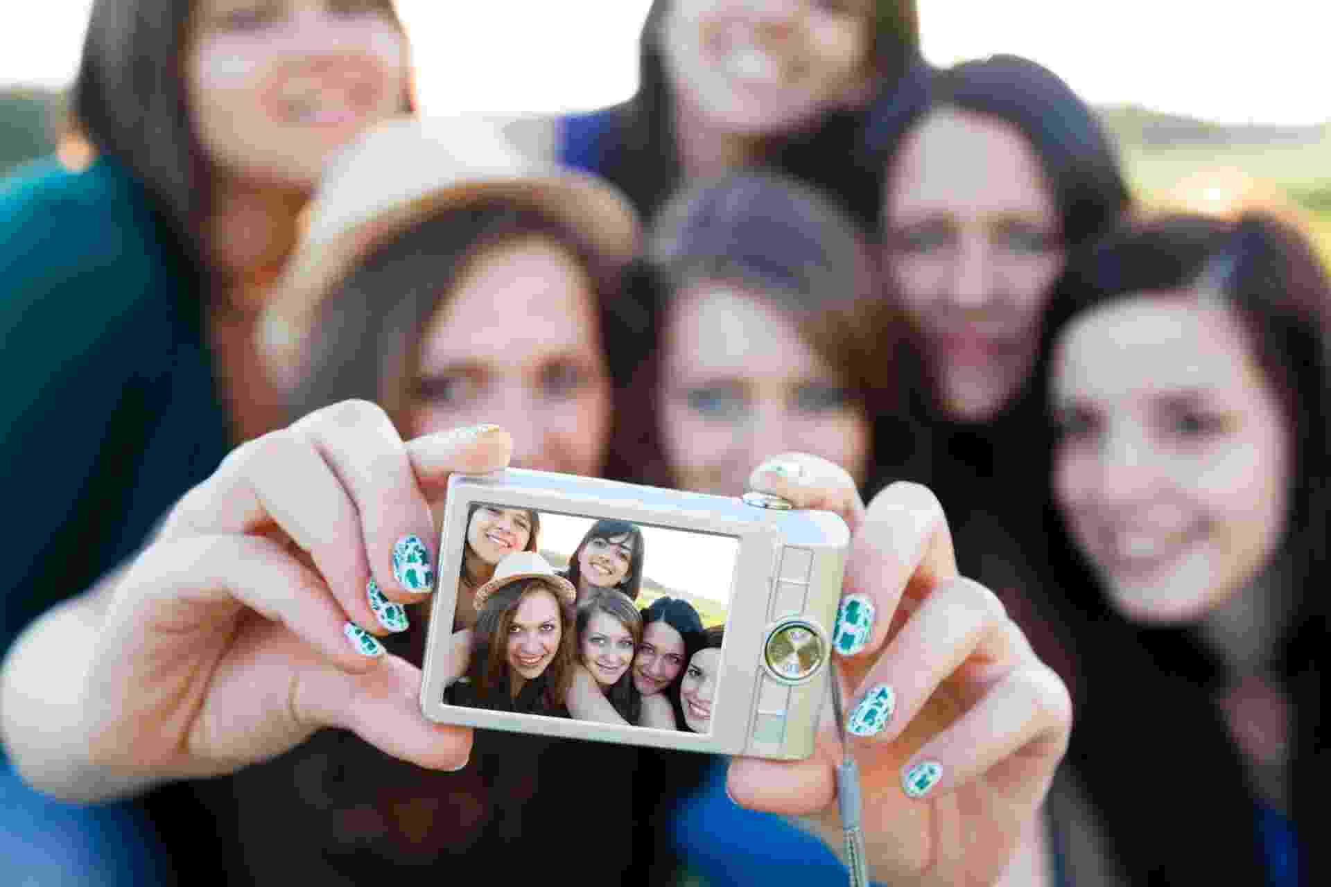grupo amigas fotografia selfie - Thinkstock