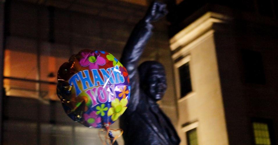 6.dez.2013 - Balão onde se lê a mensagem