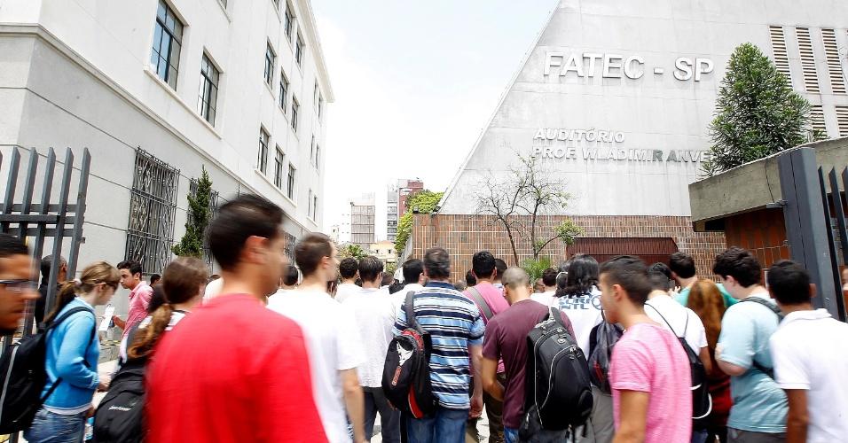 8.dez.2013 - A Fundação FAT aplica neste domingo a prova do vestibular 2014 das Fatecs (Faculdades de Tecnologia do Estado de São Paulo). O exame será composto de uma redação e 54 questões, cada uma com cinco alternativas