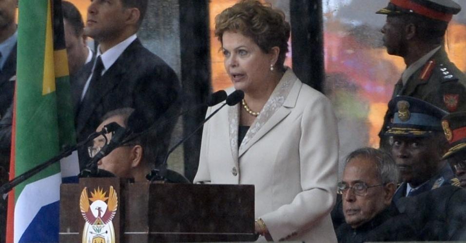 10.dez.2013 - Presidente Dilma Roussef discursa no estádio Soccer City- no bairro de Soweto, em Johannesburgo, onde o ex-presidente Nelson Mandela recebe homenagens como parte das cerimônias de seu funeral. Dilma disse que Mandela foi uma