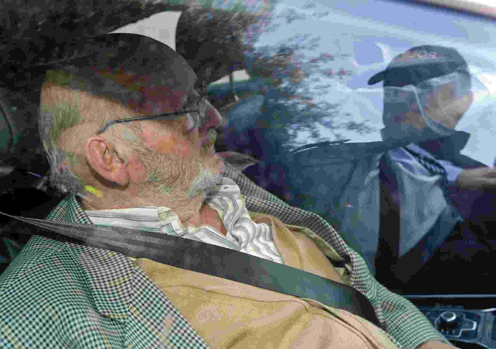 O fundador da empresa Poly Implant Prothese (PIP), Jean-Claude Mas, deixa a corte de Marselha, na França, após ser condenado a quatro anos de prisão por comercializar implantes com silicone industrial. Seus produtos foram usados por cerca de 300 mil mulheres ao redor do mundo  - Reuters/Jean-Paul Pelissier