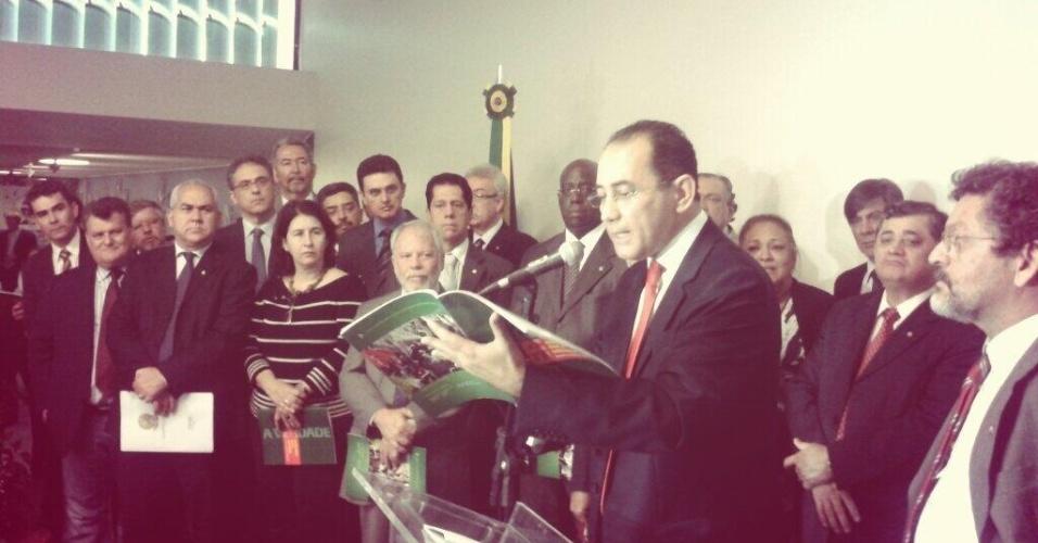 11.dez.2013 - O deputado federal João Paulo Cunha (PT-SP) convocou para esta quarta-feira (11) entrevista para lançar revista