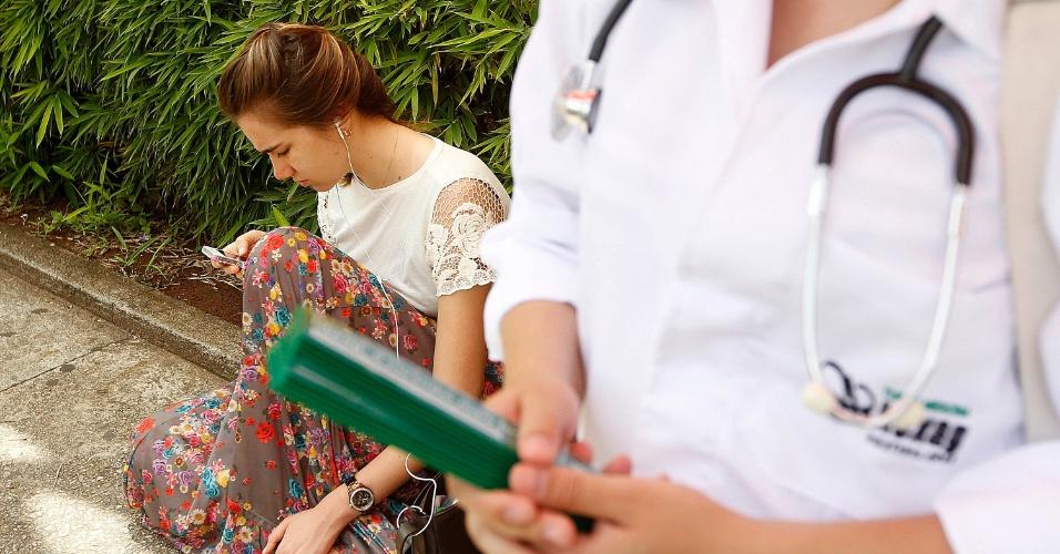 Candidatos aguardam para fazer a prova do primeiro dia do vestibular misto da Unifesp 2014