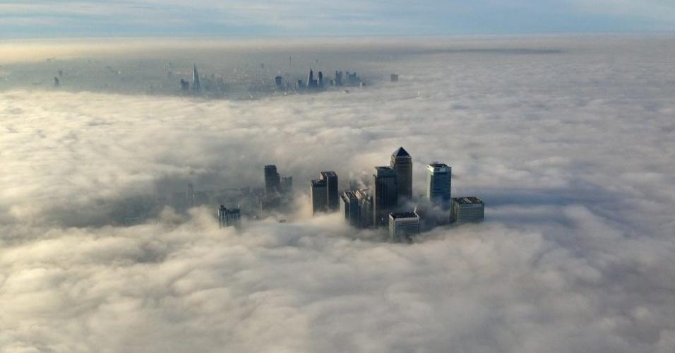 12.dez.2013 - Espessa neblina cobre a cidade de Londres nesta quinta-feira (12)
